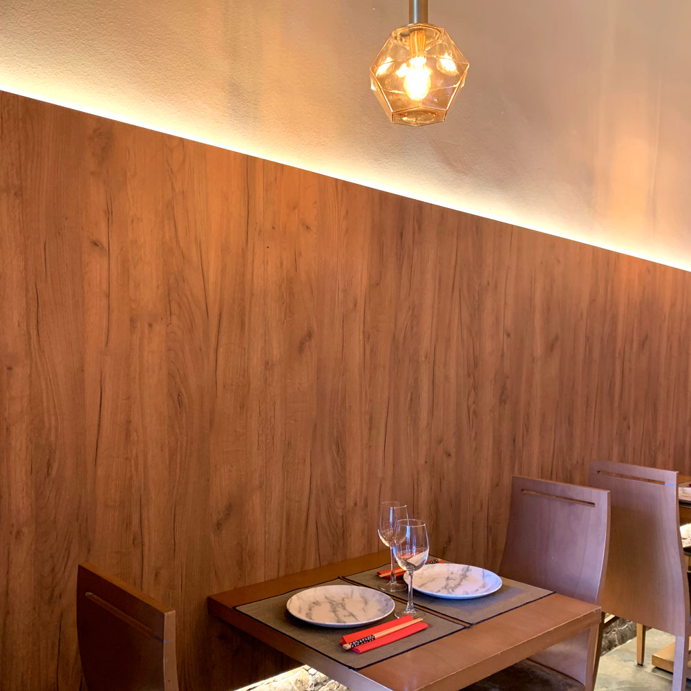 Detalle lateral interior restaurante japonés Yamazaki