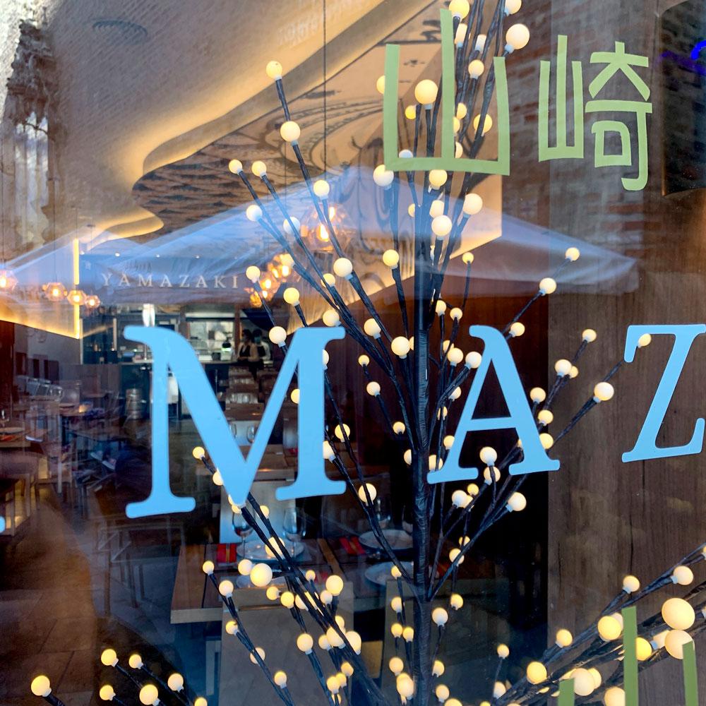Detalle cristalera exterior restaurante japonés Yamazaki